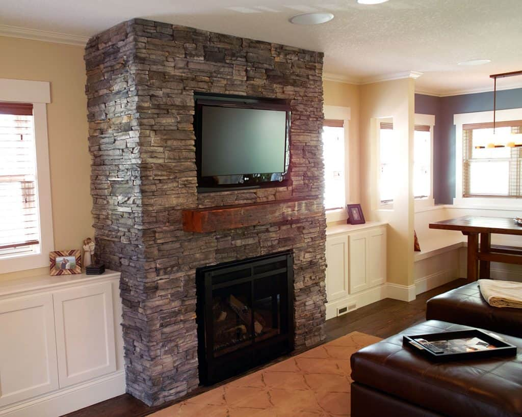 Gas fireplace, built-ins, dining nook, reclaimed wood floors, reclaimed mantel - Julkowski Inc.